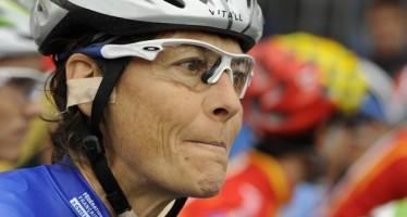 124871_une-des-signataires-de-la-petition-pour-le-sport-feminin-a-la-television-la-championne-cycliste-jeannie-longo-photographiee-le-26-septembre-2009